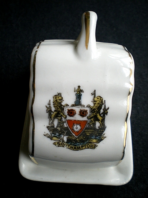 Southampton Cheeseplate Crested Ware